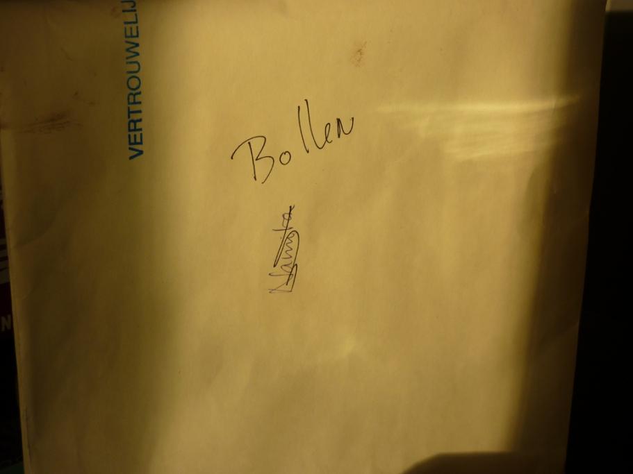In de kast vond ik een enveloppe met het opschrift bollen
