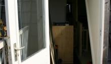 View van dakterras naar binnen